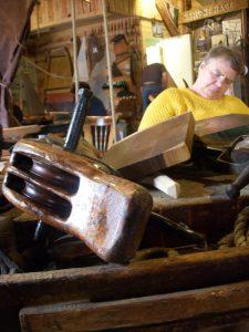 Heide Rumm im Bootsmuseum