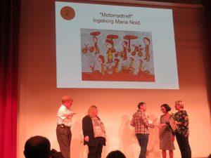 Inge Nold erhält von Ministerin Dr. Susanne Eisenmann den 2. Preis
